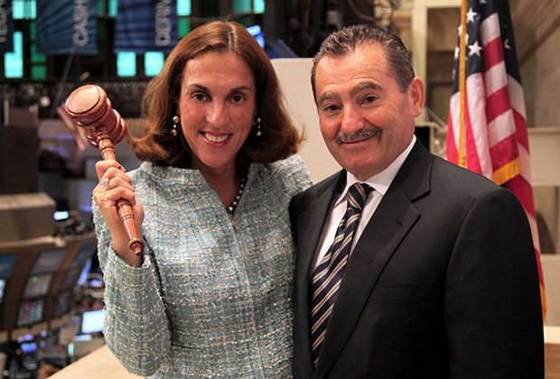 Caterina and George Sakellaris holding the gavel at the NYSE Exchange