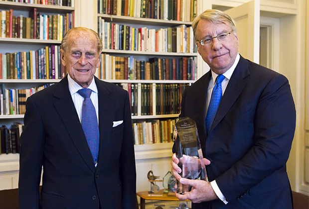 Jim Chanos presents H.R.H. The Duke of Edinburgh with the 2015 Metropolitan Chrysostomos Award at Buckingham Palace, PHOTO BY: BILL PETROS