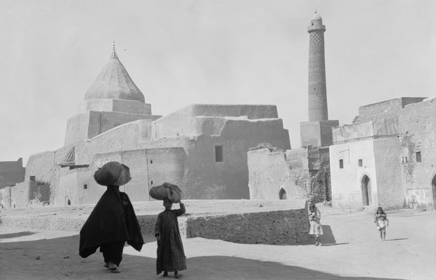 ancient_mosul_a_yezidi_shrine_to_the_left_and_the_nouri_mosque_minaret_to_the_right