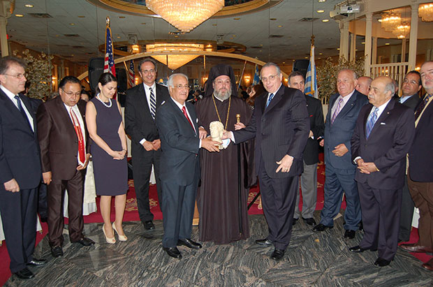 Metropolitan Evangelos of New Jersey, Tassos Efstratiades, then President of the Hellenic Federation of New Jersey, members of the Board, George Siamboulis, President of Pangregorian New Jersey, and dignitaries offer John Sakellaris the Alexander the Great Award of Merit the Hellenic Federation's highest distinction, PHOTO: ETA PRESS
