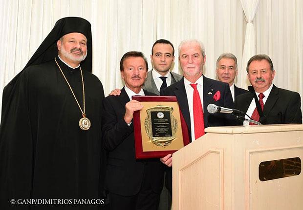 John Calamos, Sr. is presented The Panagiotis Sekeris Award by His Grace Demetrios, Bishop of Mokissos, Andreas Papantoniou, accompanied by George Reveliotis, George Sourounis, and Konstantinos Kapogianis.