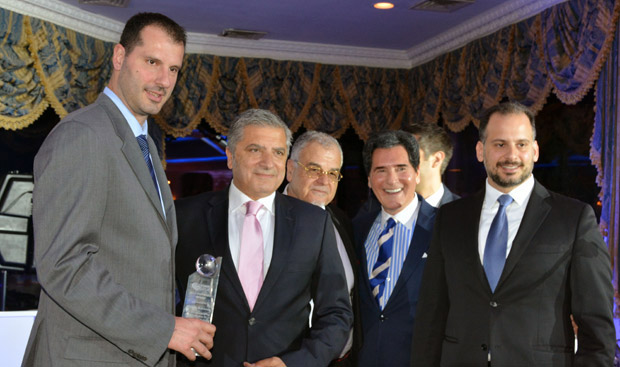 Honoree Michalis Kakiouzis with Mayor Yorgos Patoulis, Kostas Angeloudis, Ernie Anastos and Nikolas Katsimpras. Photo ETA Press