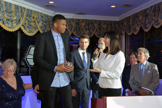 Giannis Antetokounmpo receiving the Cosmos FM Award from Minister Elena Kountoura. Photo ETA Press