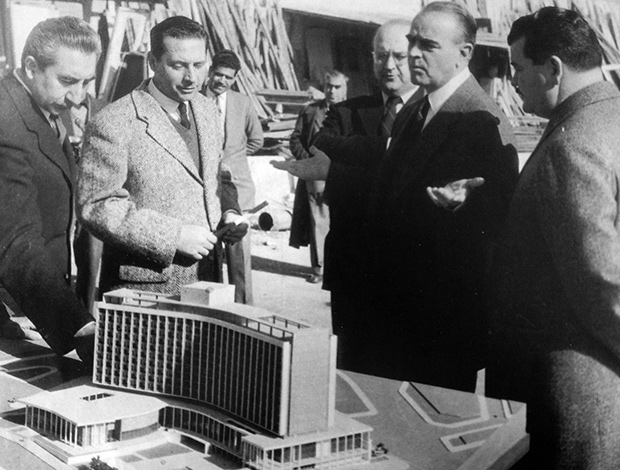Architect Spyros Staikos is presenting the hotel's building plans to then Prime Minister Konstantinos Karamanlis with future President of the Republic Konstantinos Tsatsos and Minister Emmanuel Kephalogiannis