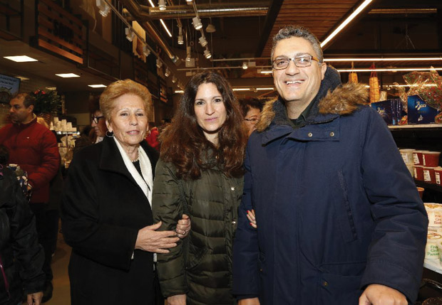 Evangelia Frakis with friends; Photo: ETA PRESS / Christos Cavvadas