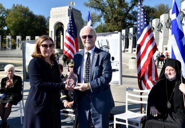 Jaharis Family Foundation Executive Director Peggy Nicholson presents the 2019 Michael Jaharis Service Award to John P. Calamos, Sr.